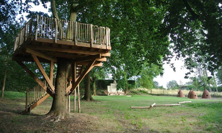 Speelpark met boomhut