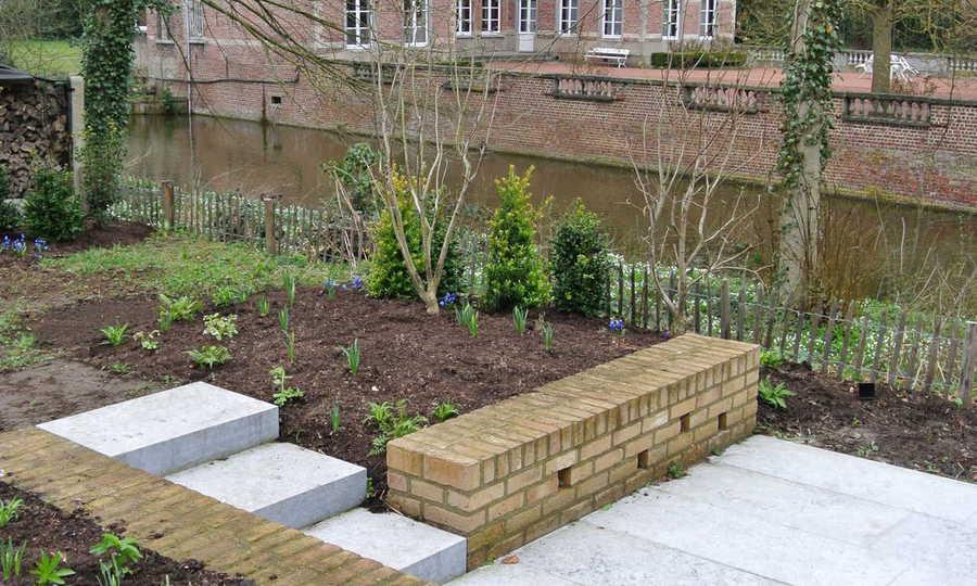 Natuurtuin langs het kasteel